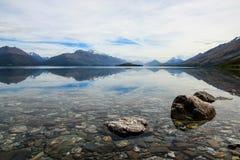 Sjö Wakatipu, på vägen till Glenorchy, Nya Zeeland Royaltyfri Bild