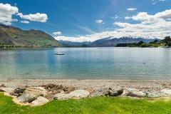 Sjö Wanaka i sydliga Nya Zeeland Arkivfoto