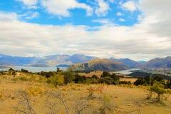 Sjö Wanaka och sjöHaewa berg Arkivbild