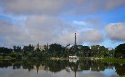 Sjö Xuan Huong i den Dalat staden, Vietnam Royaltyfria Bilder