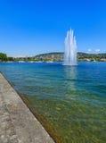 Sjö Zurich i Schweiz i sommartid Fotografering för Bildbyråer