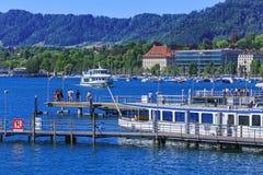 Sjö Zurich i Schweiz, sikt från staden av Zurich Royaltyfri Fotografi