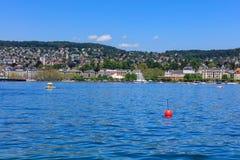 Sjö Zurich och staden av Zurich i Schweiz Royaltyfri Bild
