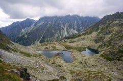 Is- sjöar för härligt berg, Slovakien arkivfoto