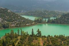 Sjöar för Kroatienlandskapgräsplan Royaltyfria Bilder