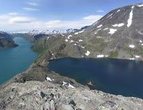 Sjöar Gjende och Bessvatnet i Norge Arkivfoto