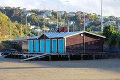 Sjöboder Paremata öppning, gummistövel, Nya Zeeland. Arkivfoton