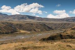 SjöClearwater avrinning till den Rangitata floden, Nya Zeeland Arkivfoton