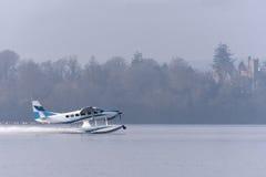 Sjöflygplan som tar av från Loch Lomond Royaltyfria Bilder