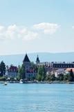 SjöGenèveinvallning och Chateau Ouchy i Lausanne Arkivbilder