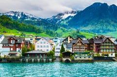 Sjöhus på Beckenried - Vitznau, Lucerne, Schweiz Royaltyfri Foto