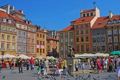 Sjöjungfru av Warszawa i mitt av den gamla staden Market Place för Warszawa royaltyfri foto