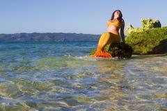 Sjöjungfru på havsbakgrund Fotografering för Bildbyråer