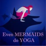 Sjöjungfru som gör yoga på baksidan för strål` s Royaltyfria Bilder