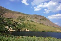Sjölandskap i Colorado berg Royaltyfria Foton