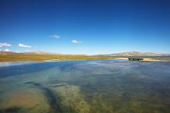 Sjölandskap i Tibet Royaltyfri Bild