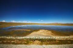 Sjölandskap i Tibet Royaltyfri Fotografi