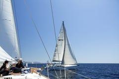Sjömän deltar i seglingregatta Royaltyfria Foton