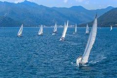 Sjömän deltar i seglingregatta seglar & den roliga trofén från Marmaris till Fethiye i medelhavet Fotografering för Bildbyråer