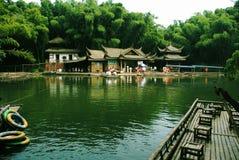 Sjön av byggnaden Arkivbild