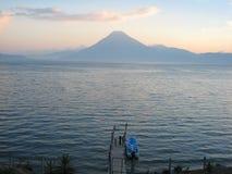 Sjön av Panajachel i Guatemala Arkivbilder