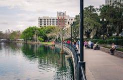 Sjön Eola parkerar i i stadens centrum Orlando arkivfoto