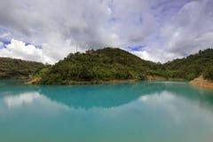 Sjön för sju färg överst av berget Arkivbild