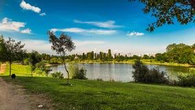 Sjön i det bostads- området Drujba i Sofia Bulgariendel 2 Arkivfoton