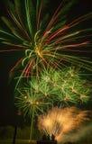 Sjön Madison och staden av Madison, South Dakota firar 4th Juli med fyrverkerier Royaltyfria Foton