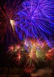 Sjön Madison och staden av Madison, South Dakota firar 4th Juli med fyrverkerier Fotografering för Bildbyråer