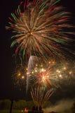Sjön Madison och staden av Madison, South Dakota firar 4th Juli med fyrverkerier Royaltyfri Fotografi