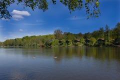 Sjön och ferie returnerar i sommartid Royaltyfri Foto
