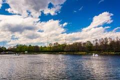 Sjön på den Washingtonian mitten i Gaithersburg, Maryland Arkivbild