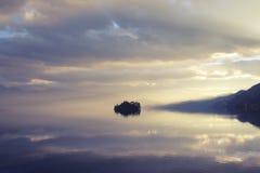 Sjön på solnedgången Royaltyfri Fotografi