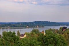 Sjöresa med ett fartyg i Werder/Havel, Potsdam, Brandenburg, Tyskland royaltyfria bilder