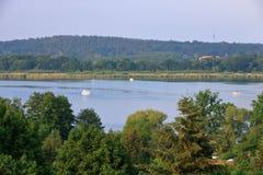 Sjöresa med ett fartyg i Werder/Havel, Potsdam, Brandenburg, Tyskland royaltyfria foton