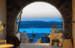 Sjösida från ett grekiskt hus på Paros, Grekland Arkivfoto
