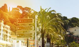 Sjösidan i Nice, Frankrike, den berömda franskan tillgriper, Azure Coast, Royaltyfri Foto