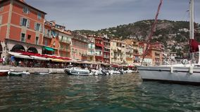 Sjösidan, Villefranche-sur-Mer, Alpes Maritimes avdelning i `en Azur för skjul D av den franska Rivieraen arkivfilmer
