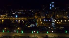 Sjösidaområde av den Batumi Georgia natten, Black Sea semesterortcityscape, destination arkivfilmer