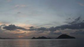Sjösidastad av Turgutreis och spektakulära solnedgångar lager videofilmer