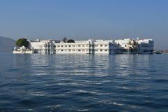 Sjöslott på sjön Pichola Arkivbild