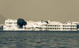 Sjöslott på Udaipur Royaltyfri Foto