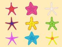 Sjöstjärnauppsättning med olika färger Sommarbeståndsdelar Marin- design som isoleras på guling Royaltyfri Bild