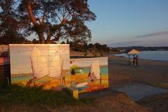 SjöTaupo kust och vägg- målning av segelbåtar Royaltyfria Bilder