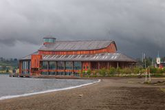 Sjöteater i staden Frutillar, sjö Llanquihue, Chile Arkivbilder