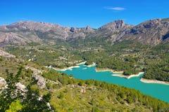 Sj? Guadalest i berg, Costa Blanca arkivbild