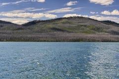 Sjö och berg i Montana Arkivfoton