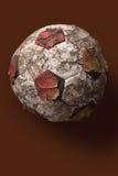 sjabbig gammal fotboll för boll Arkivbilder