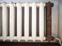 Sjaskigt element för hushållgjutjärnuppvärmning arkivbild